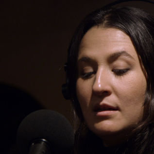Jess Ribeiro shares new song 'Wildflowers'